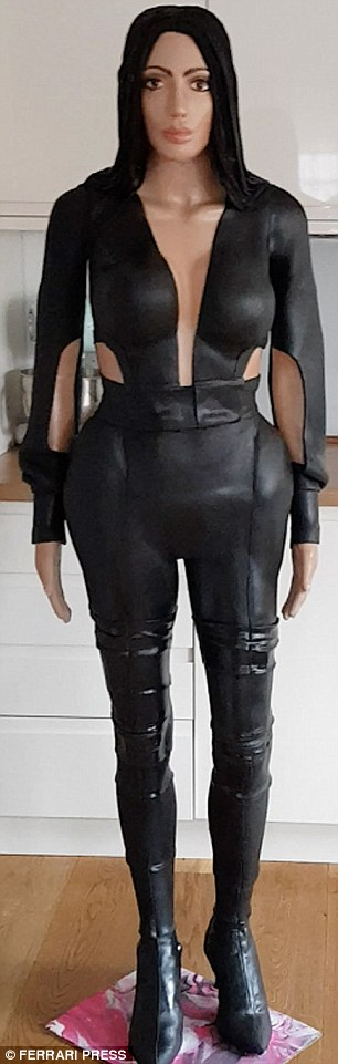 Kim Kardashian Lookalike Immortalized in Partly 3D Printed Cake (3dprint.com)